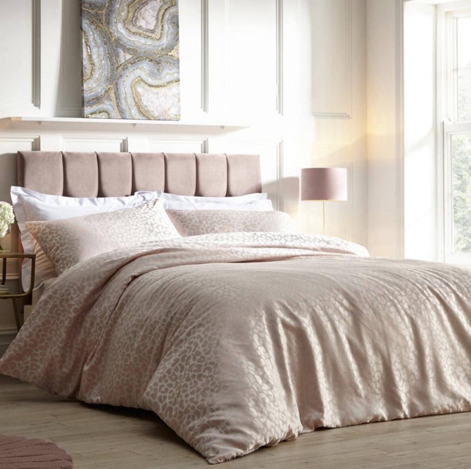Elegant Bed Pillow 45x45cm Blush