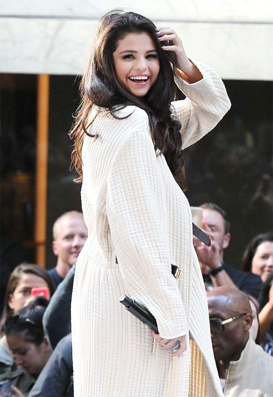 Selena Gomez Hijacks Fans Concert