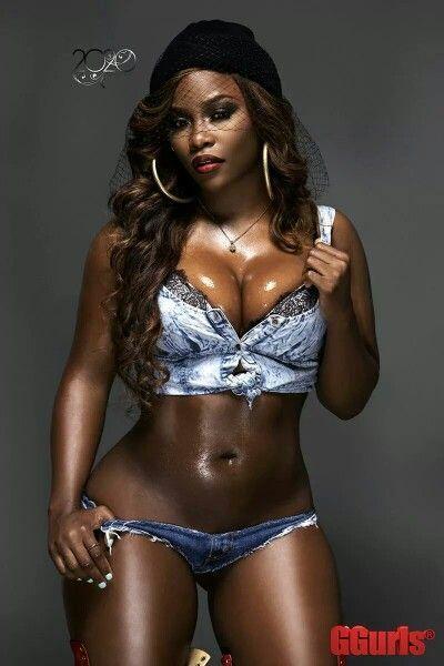 Ebony kauniita naisia