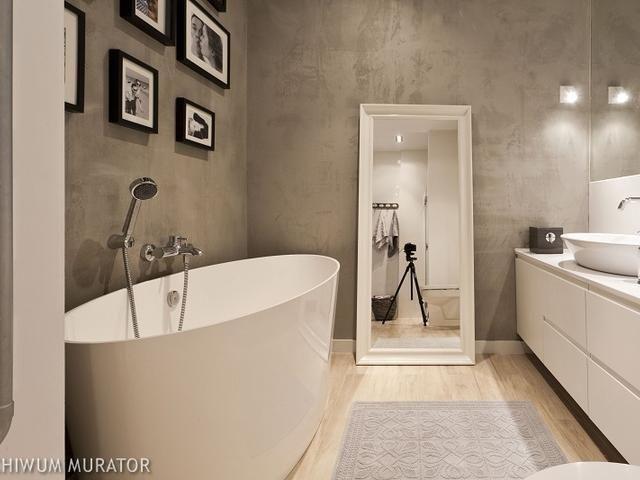 Aranżacja Szara łazienka Tynk Strukturalny I Piękna Wanna