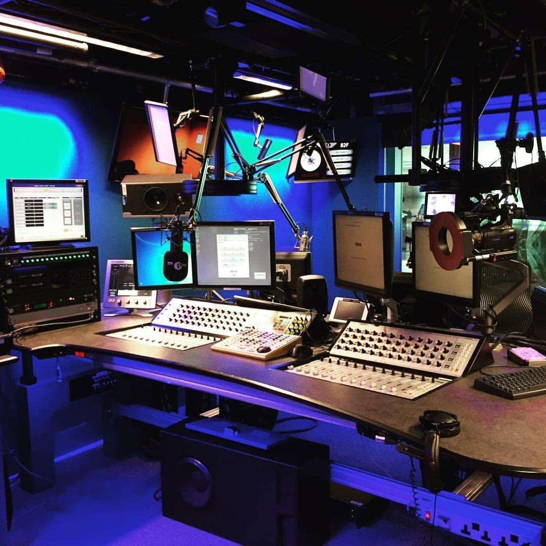 office radios. Office Designs, Radios, Journalism, Cabins, Design Offices Radios