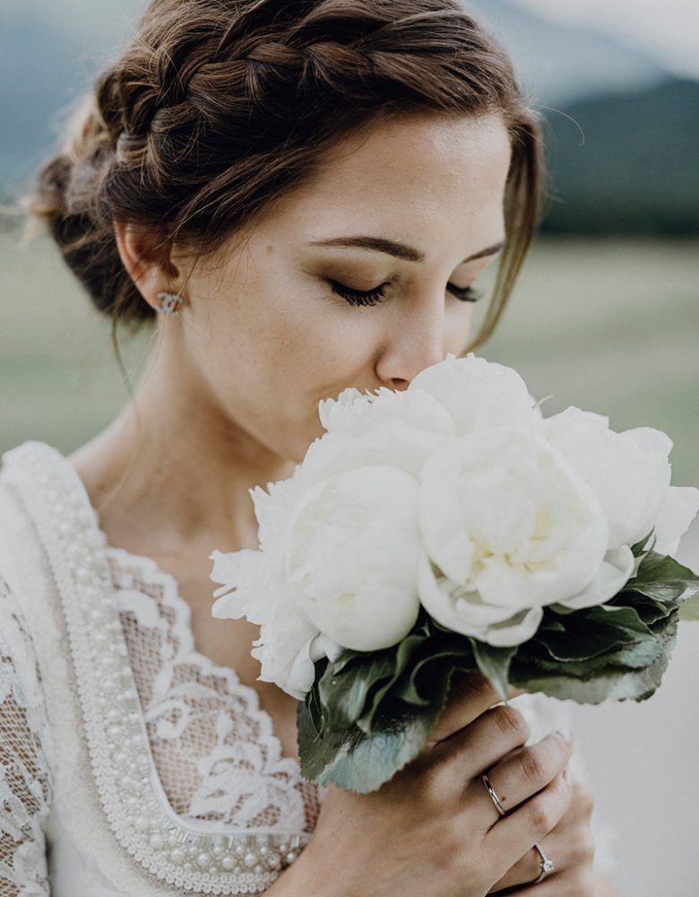 Wunderschone Alm Hochzeit Dirndl Frisuren Hochzeit Trachten Hochzeit Dirndl Hochzeit