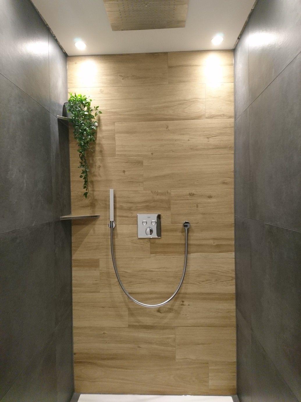 Pin Von Aline Mamer Auf Badezimmer In 2020 Badezimmer Dusche Fliesen Fliesen Holzoptik Bad Dusche Fliesen