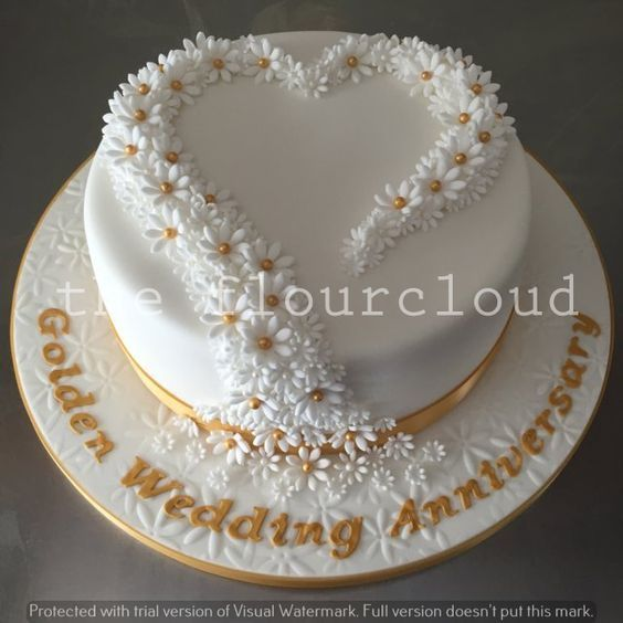 cupcake decorating ideas delicate daisies for a golden wedding anniversary cake 12789