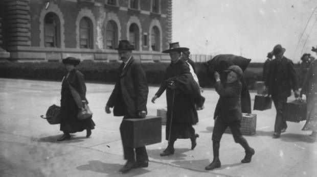 Immigrants leaving Ireland for the US in the 1800s