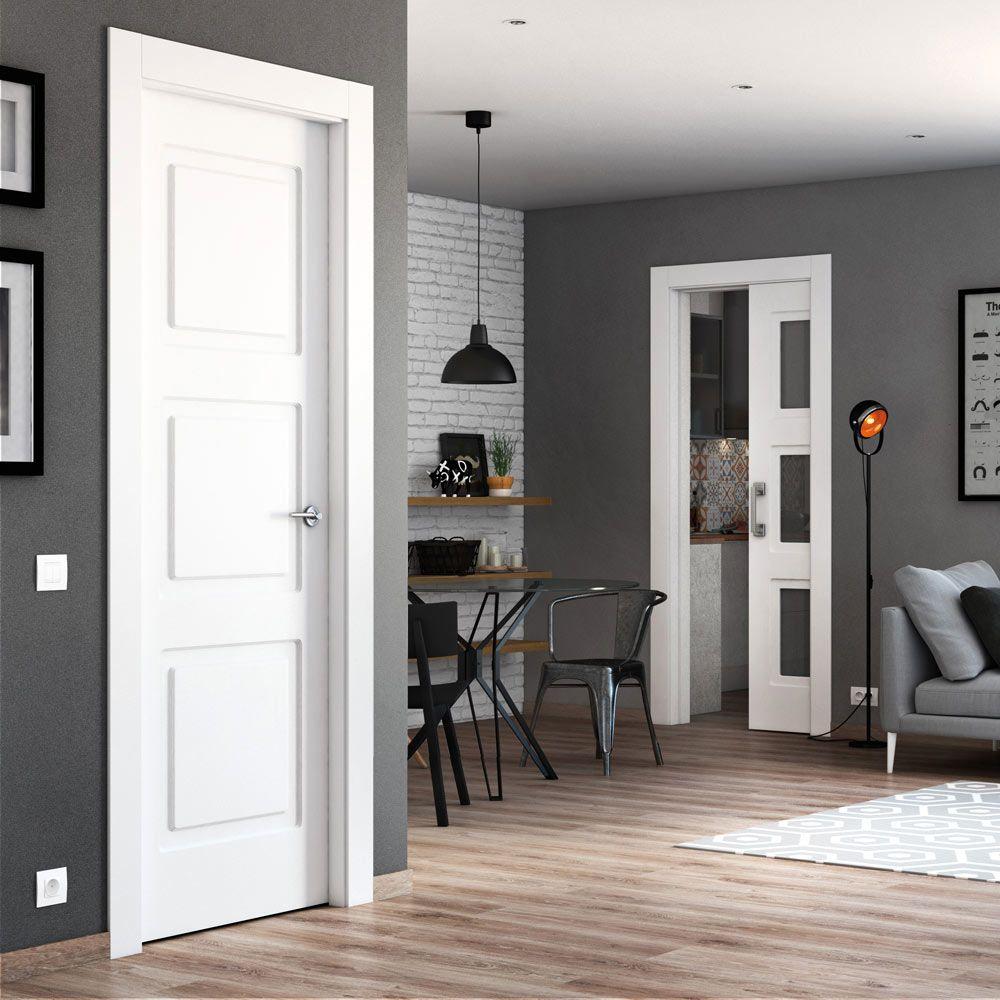 Puerta de interior maciza con acabado lacado color blanco