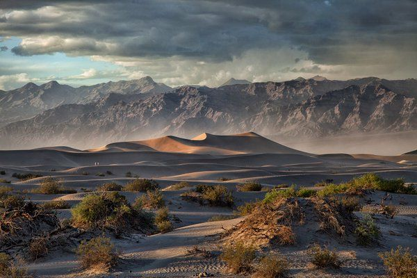 Our most popular pic last week: This stunner of storm @DeathValleyNPS by Donna Fullerton #weath.  Embedded image