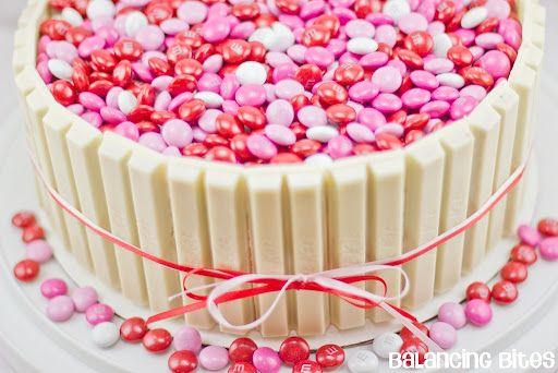 white chocolate kit kat cake looks good pinterest cake