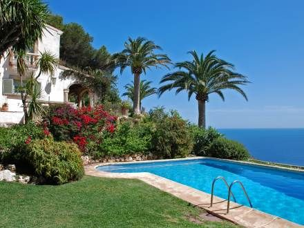 Yes please, next Summer! Big enough for all of us!  http://www.interhome.se/english/spain/costa+blanca/j%c3%a1vea+x%c3%a0bia/es9710.583.1