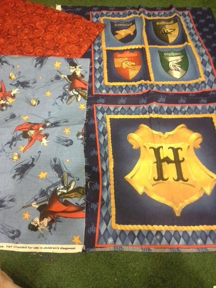 My next quilt will be this Harry Pottter theme fabric in my stash <3