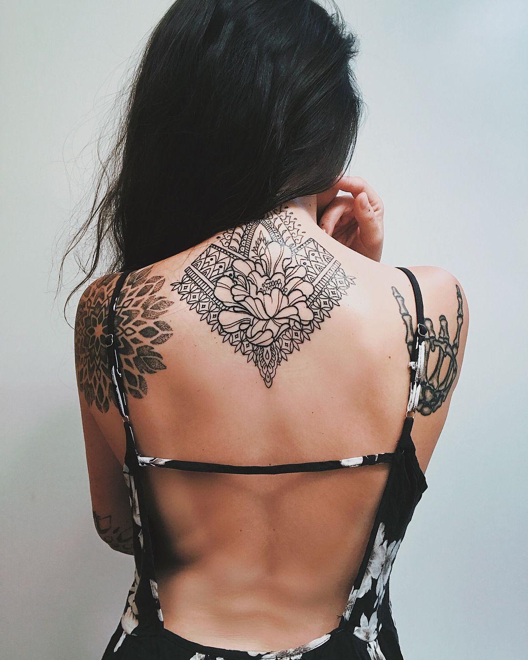 Neck Tattoos For Women Back Of Neck Tattoo Geometric Tattoo Tattoos Blackwork Linework Tattooed Inked Tat Neck Tattoos Women Back Of Neck Tattoo Tattoos