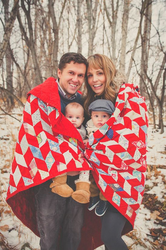 Fun Blanket Idea Lots Of Other Cute Shots On This Site Winter Family Pictures