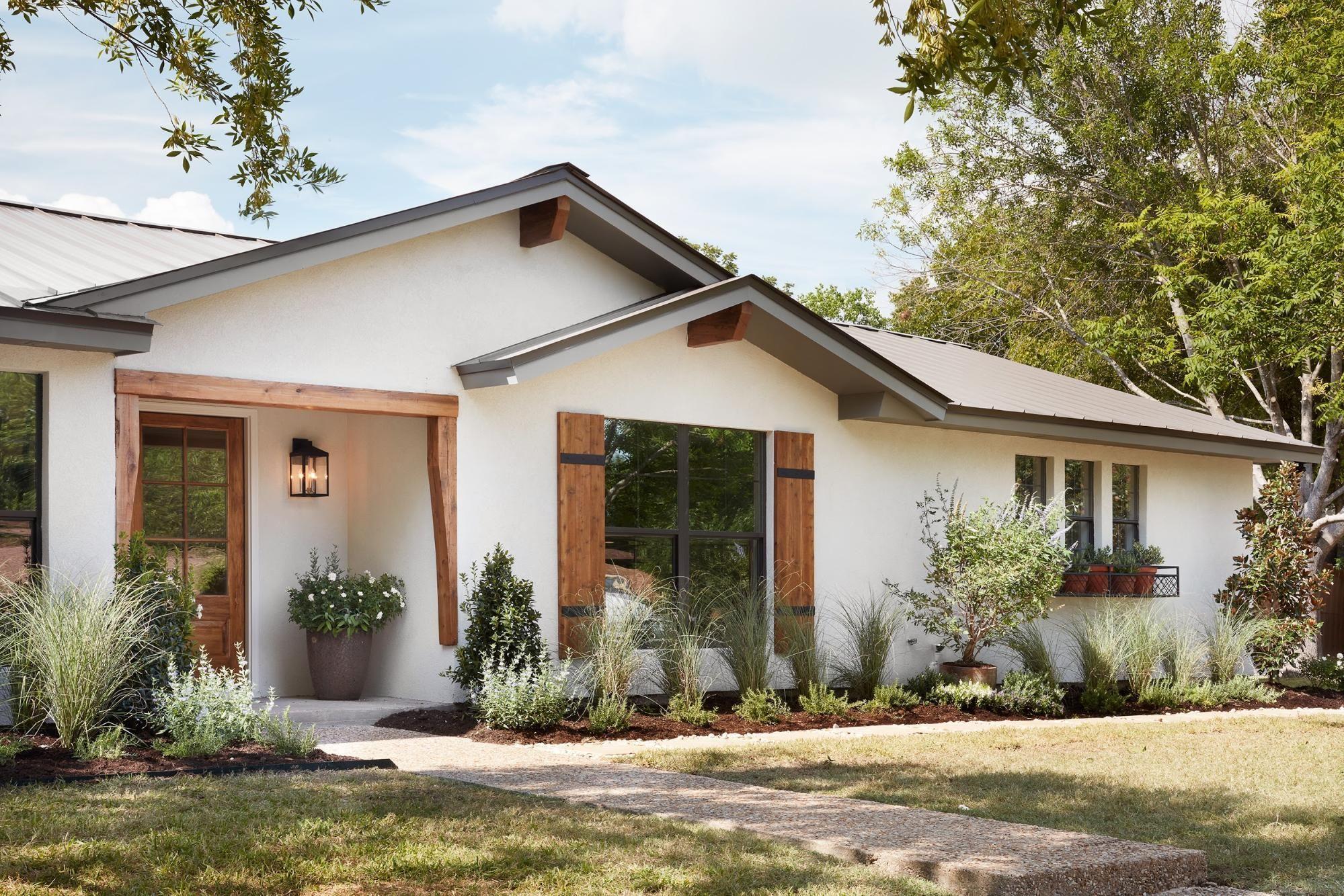 Episode 5 Season 5 Hgtv S Fixer Upper Chip Jo Gaines Ranch House Exterior Home Exterior Makeover Exterior House Colors