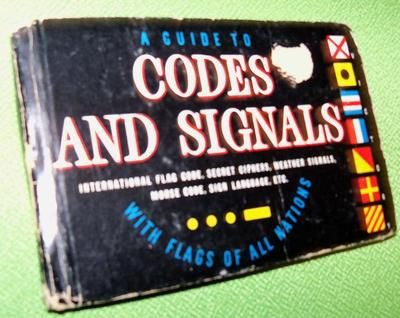 GUIDE TO CODES AND SIGNALS  COLLECTIBLE MILITARY  SIGN LANGUAGE SECRET CIPHERS FLAGS OF ALL NATIONS