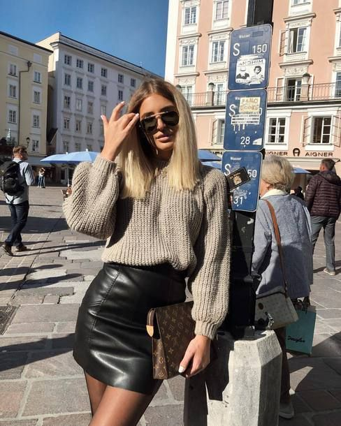 Damenmode, Modell, heute, Sonnenschein, Lederrock, Pullover, Sonnenbrille, Streetstyle, Geldbörse, #streetclothing