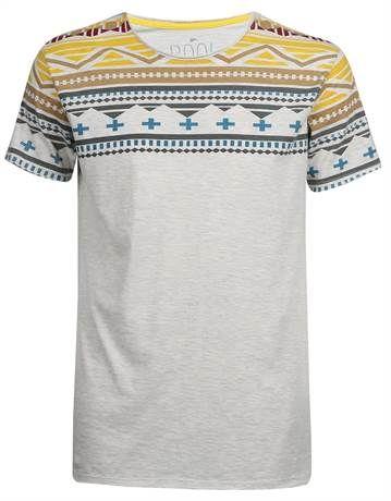 e07f1e270 Camiseta bege com estampa étnica colorida no ombro - http   www.riachuelo