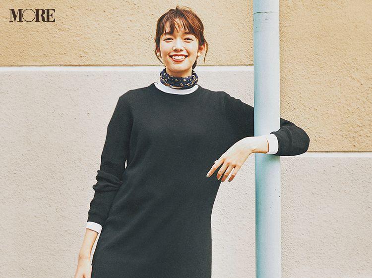 今日のコーデ 佐藤栞里 ラクしておしゃれ見えしたい日はモノトーンコーデ 赤バッグがいい ファッションアイデア カジュアルコーデ コーデ