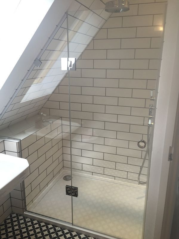 Loft Sloping Ceiling Showers Glass360 Specialist And Bespoke Glass Avec Images Idee Salle De Bain Douche Mansarde