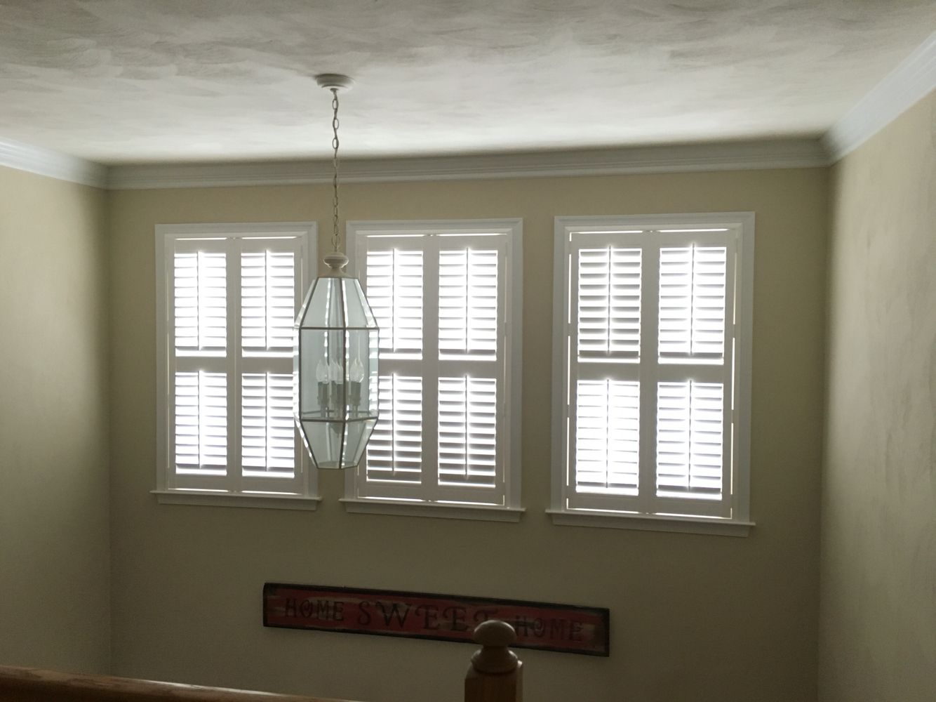 Plantation Shutters Eclipse 3 1 2 Inch Louver Standard Tilt Bar Z Frame Inside Mounted