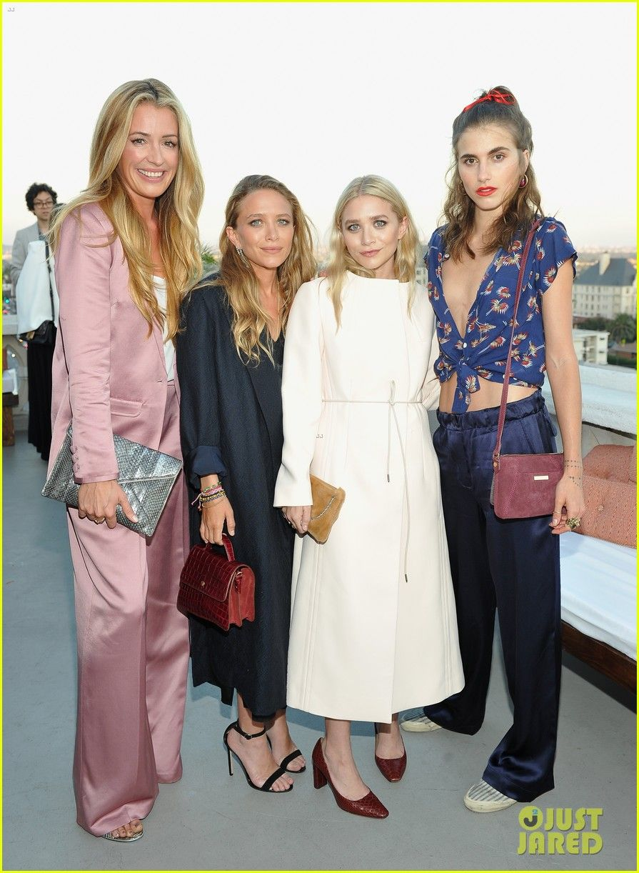Mary Kate Ashley Olsen Get Support From Sister Lizzie At Elizabeth And James Store Opening Mary Kate Ashley Elizabeth Olsen Store Open Irmas Olsen The Grove
