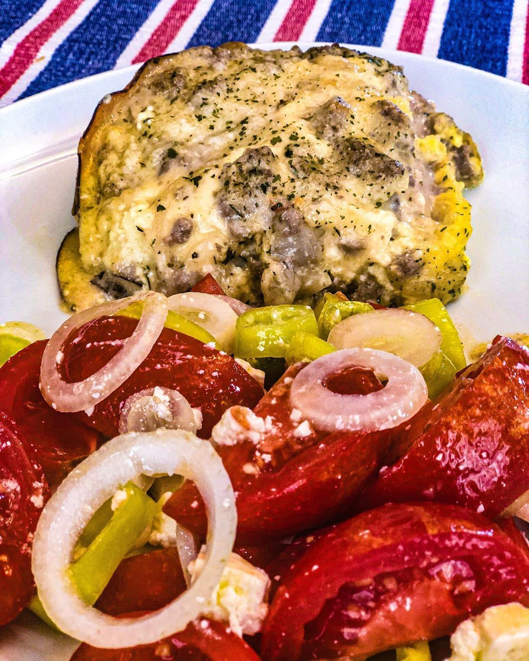 Made a white protein lasagna for lunch today....straying away from my usual red sauce lasagna. Served it with a tomato salad...recipe in my stories