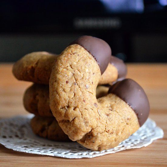 Crispy hazelnut coffee flavored cookie perfect for dipping in coffee or tea or to be enjoyed as is!