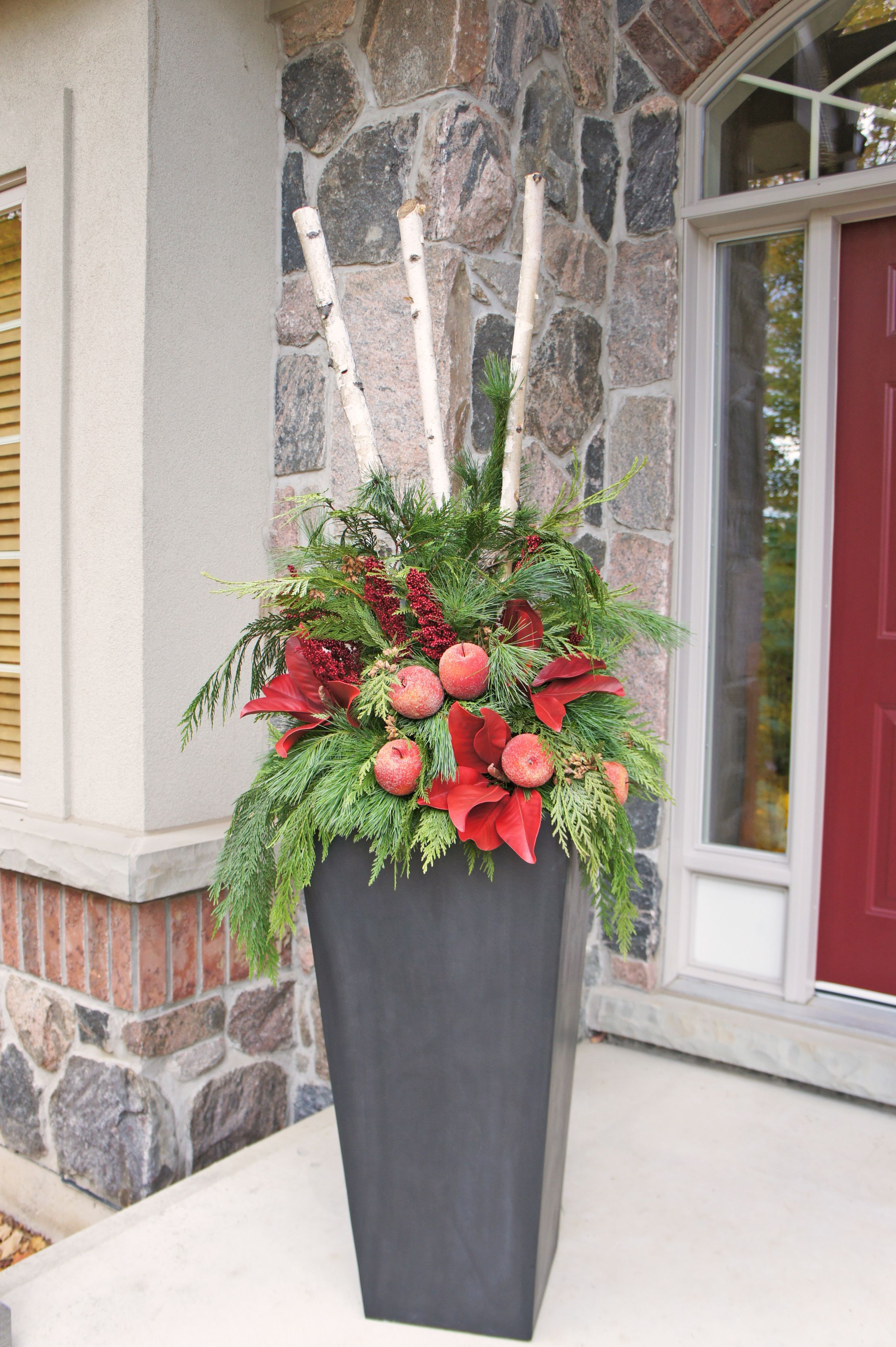 Outdoor christmas planter perfect for zinc planters for Decoration exterieur halloween