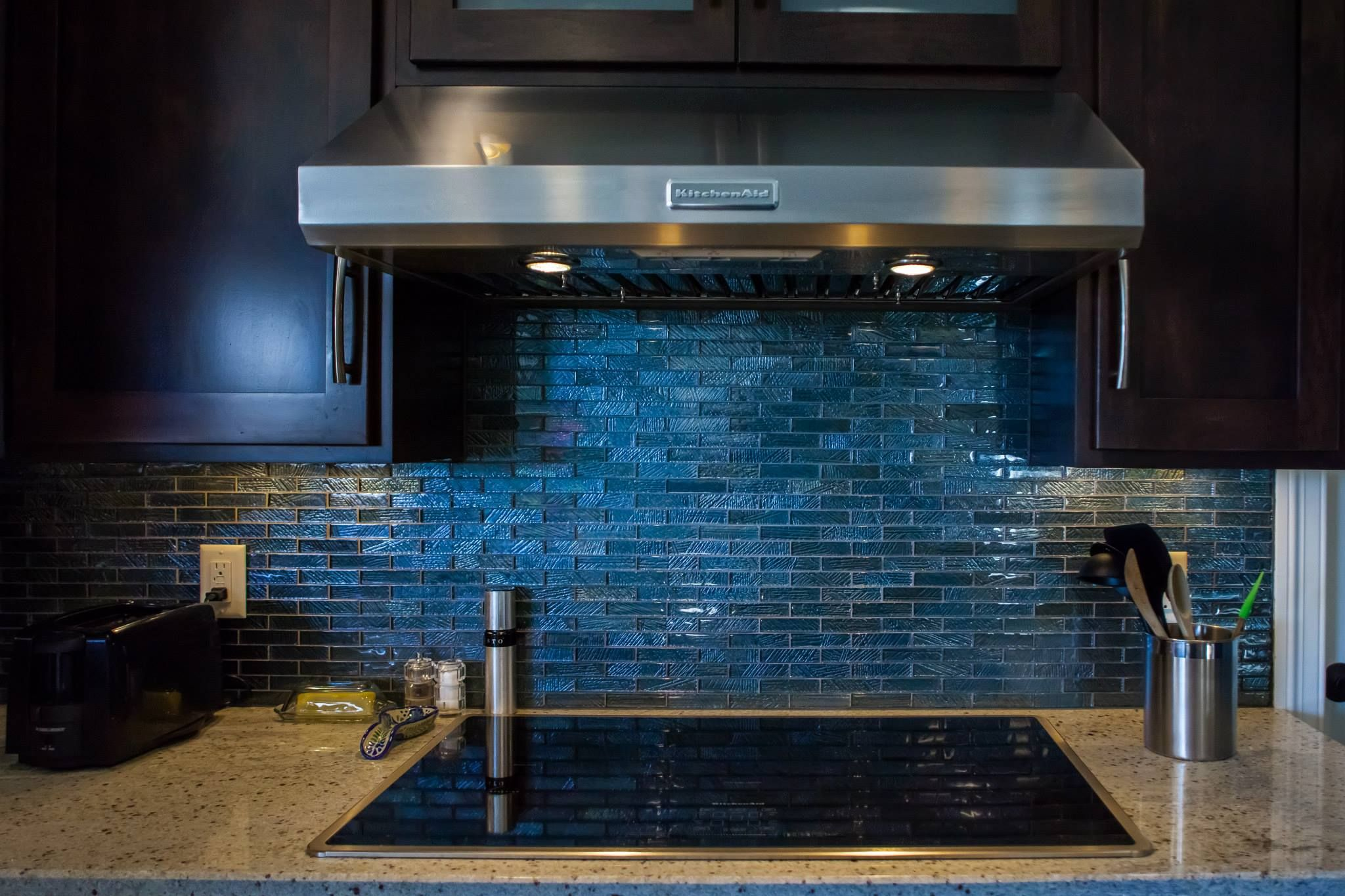 Custom Glass Tile Backsplash The Light Colored Countertops And Dark Cabinets Really Make The Blue Stan Stainless Backsplash Glass Tile Backsplash Custom Glass