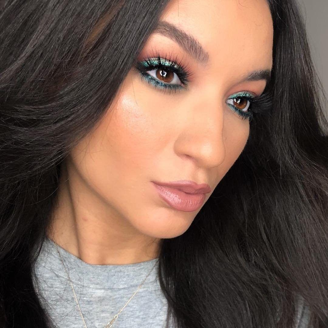 Get into the evergreen makeupbykara_ created this look