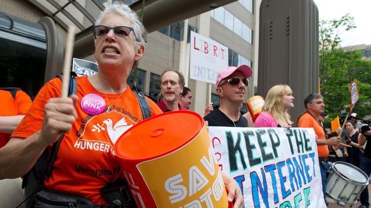 Surge in net-neutrality comments crashes FCC site; deadline extended