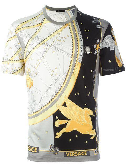 Versace Camiseta de seda com estampa. Versace Camiseta de seda com estampa  Camisetas ... 5db39901185