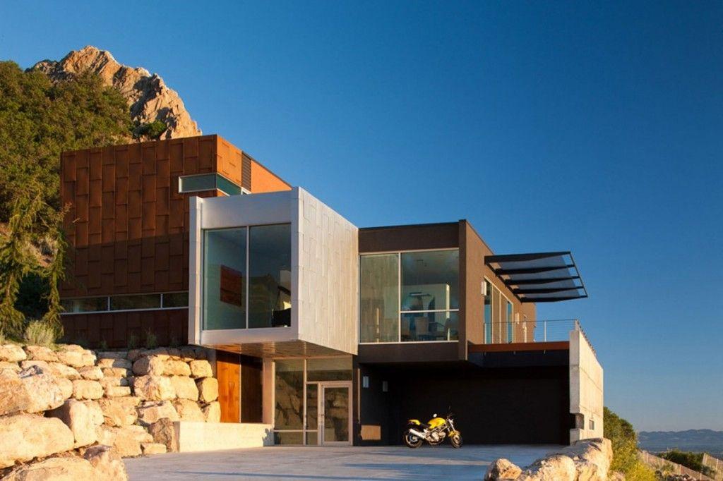 Atypique maison contemporaine au panorama exceptionnel sur la vallée ...
