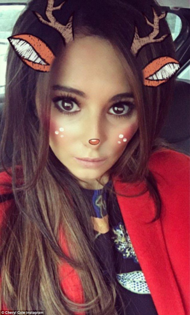 Pregnant Cheryl shares sweet selfie with reindeer filter ...