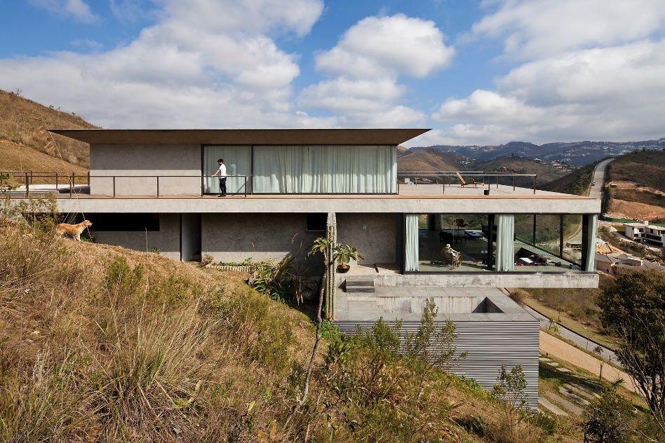 A casa EG, projetada pelo arquiteto Marcelo Alvarenga - em Nova Lima (MG)