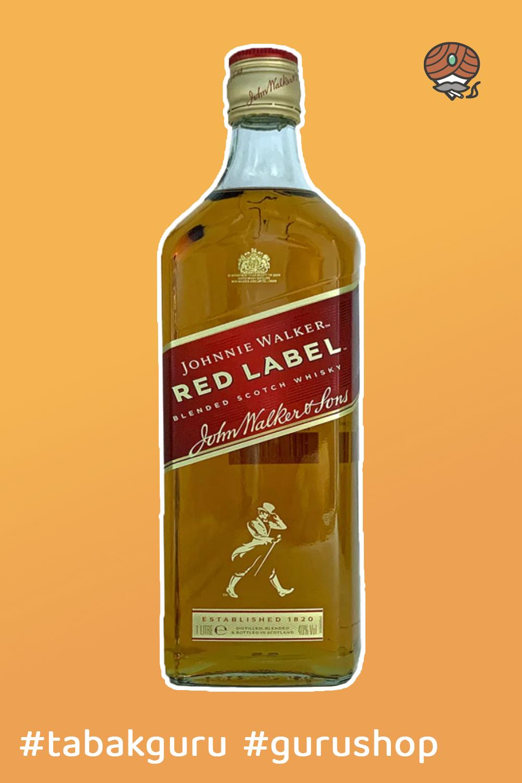 Johnnie Walkers Red Label Whiskey ist ein kraftvoller Whiskey mit intensiven, würzigen, kräftig scharfen Aromen. Hergestellt wird er seit 1909 und war der erste Whiskey der Johnnie Walker Distillery. Der Red Label überzeugt durch seine aromatische Würze nach Zimt, Pfeffer, leichte fruchtige Süße nach Apfel, Birne, Vanille. #whiskey #scotchwhiskey #whiskeyscotch #johnniewalker #whiskeyjohnniewalker #johnniewalkerredlabel
