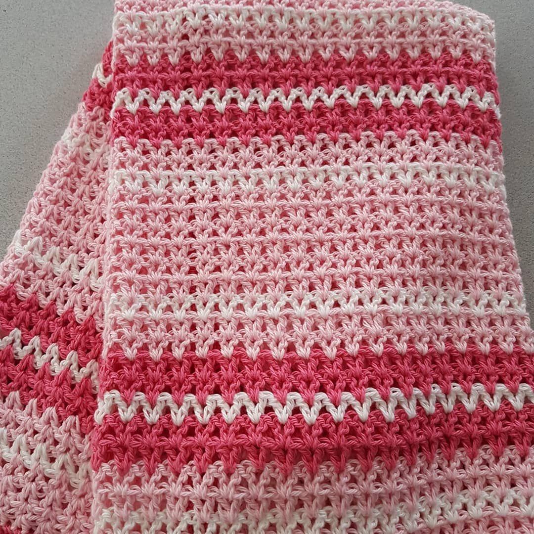 Vicki On Instagram Double Crochet V Stitch Baby Blanket Made In 100 Cotton For A Summer Baby Thanks To Daisyfarmcrafts D Virka Plad Virkade Filtar Virka