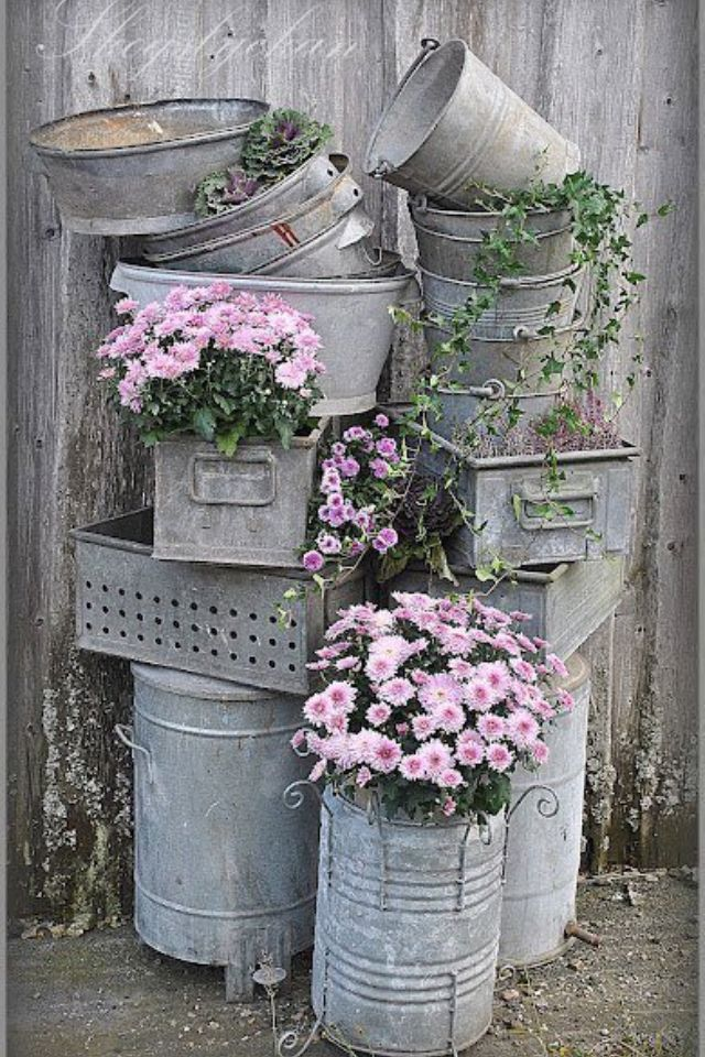 Photo of Outside decor with galvanized pails * love this old junk, such a fabulous idea *