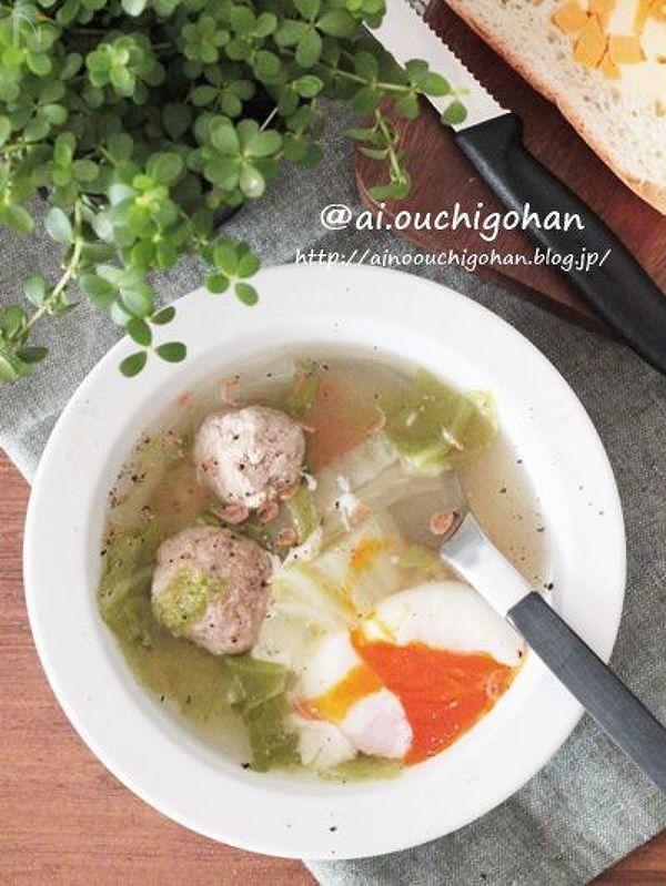 作り置きしていた肉だんごを使ってとても簡単にできるスープのレシピです!  あるものをトッピングするだけで贅沢なスープになります!