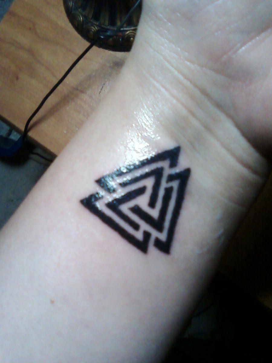 Valknut tattoo placement used on warrior 39 s shields to for Valknut symbol tattoo