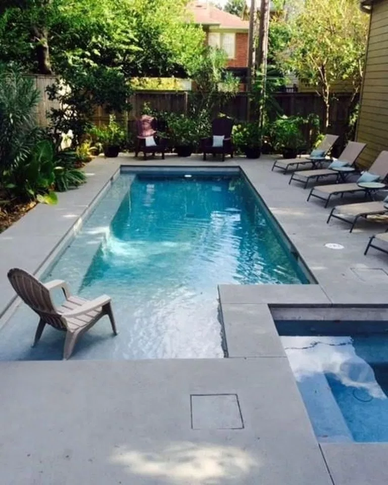 Small Deck In Pool With Ledge On The Opposite Side Swimming