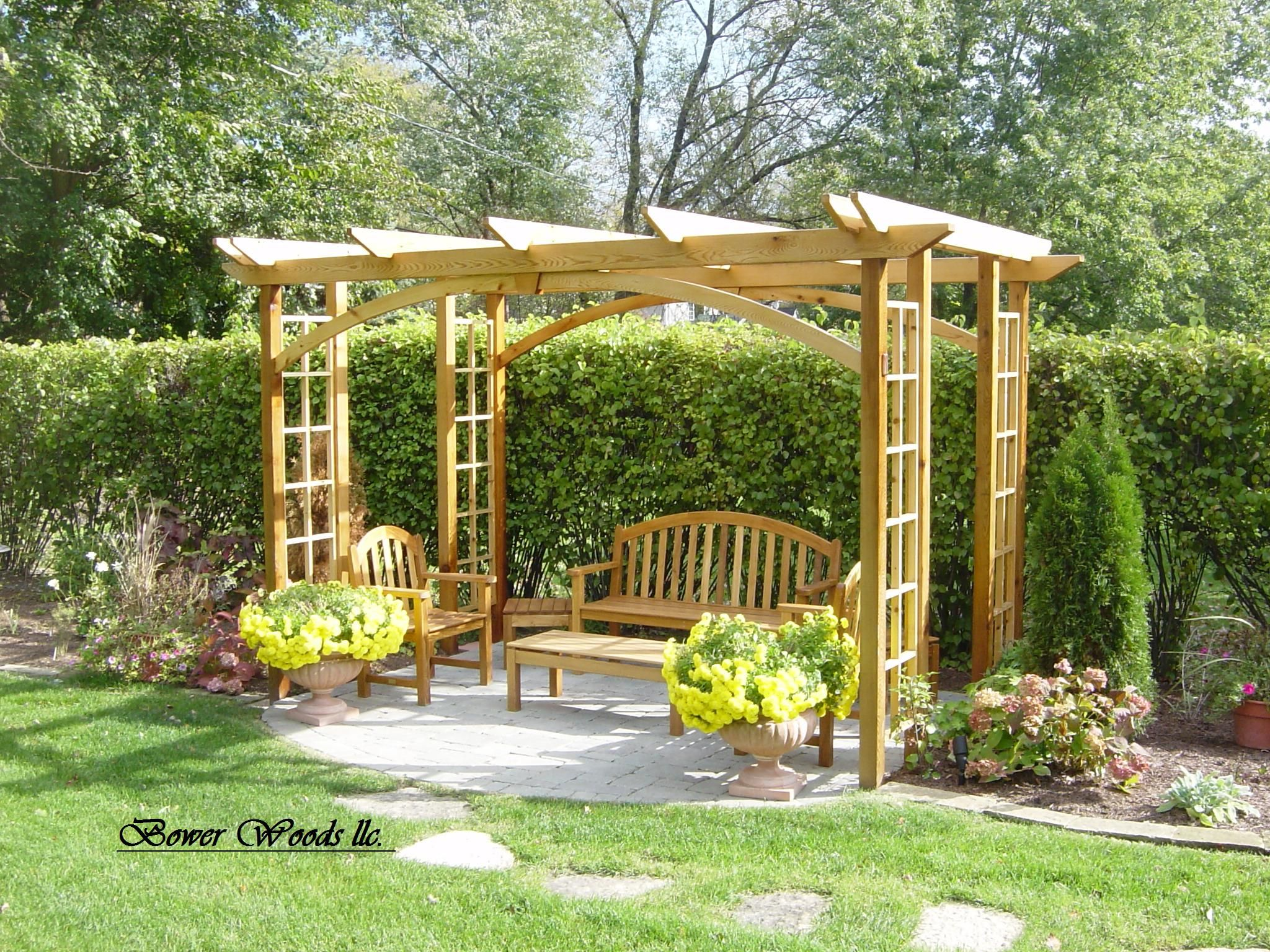 Construire une pergola pergolas garden structures and for Small backyard plans