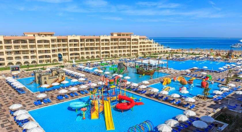 Spend The Day Relaxing On Albatros White Beach All Inclusive S Private Sand Beach Or At A Complimentary Water Park Before Returni Hurghada Vakantie Glijbanen