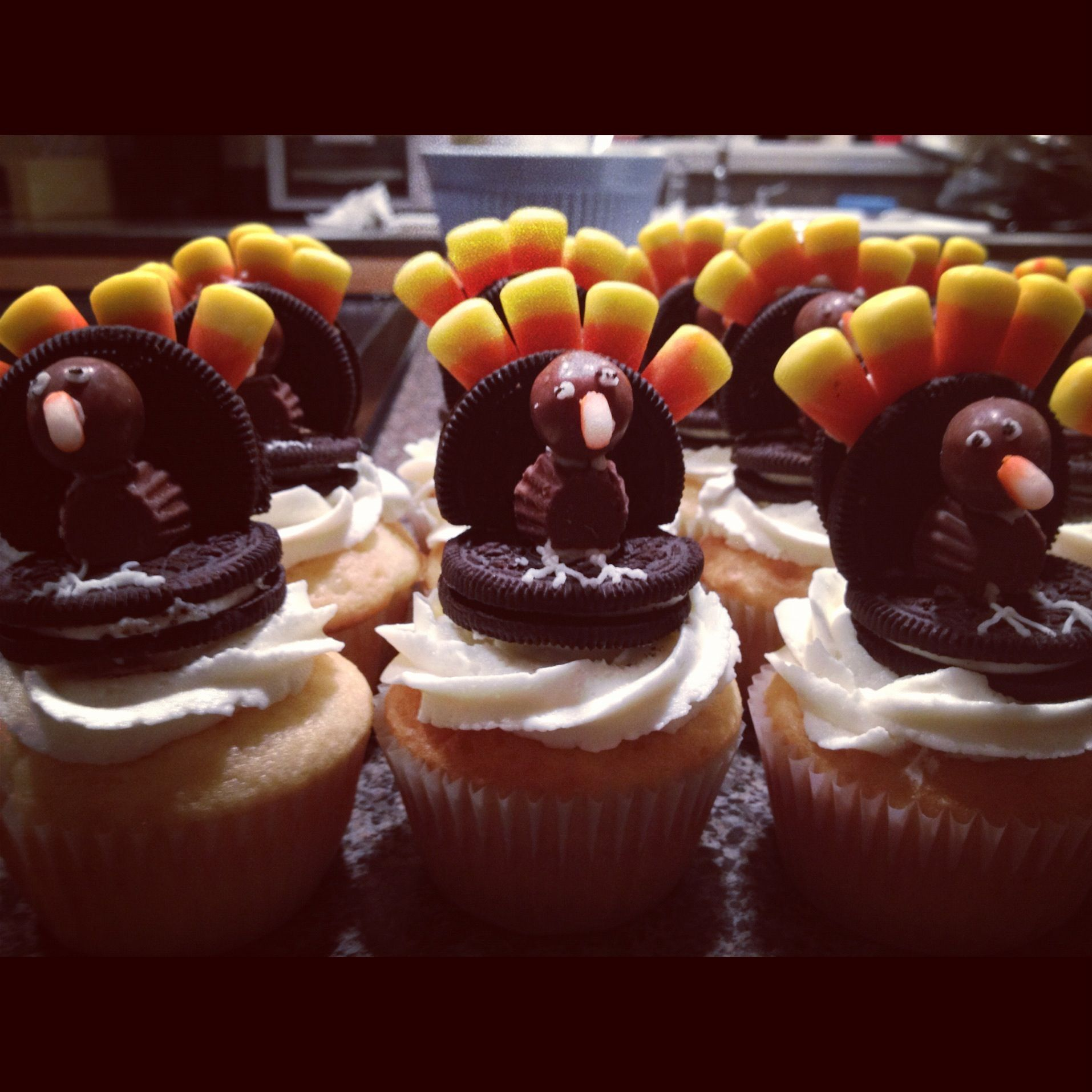 A cupcake with a turkey!