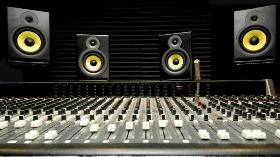 Dance Producer Shares Edm Production Tricks Stock Music Recording Studio Audio Mastering