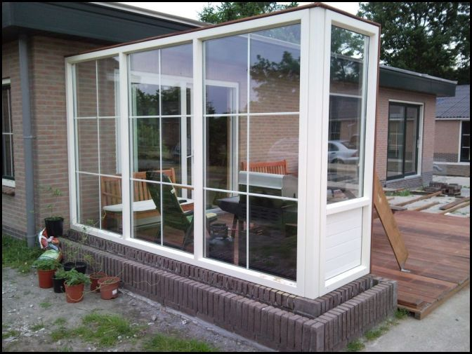 Glazen Afscheiding Terras : Kunststof windscherm terras afscheiding op een plantenbak roeden