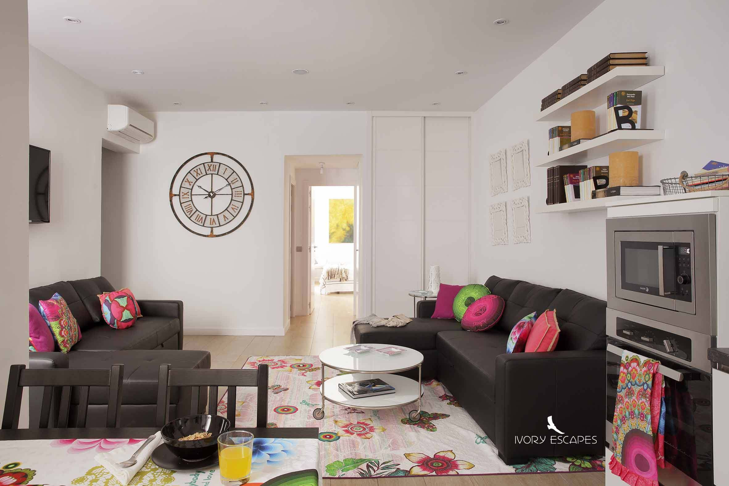 #Salón a todo color #decoración #alojamiento http://www.ivoryescapes.com/gdiazporlier2.htm