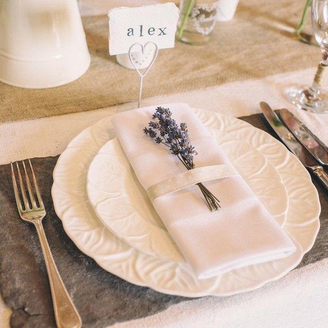 Pr sentation serviettes de table peut tre avec pis de bl id e mariage pinterest - Chemin de table lavande ...