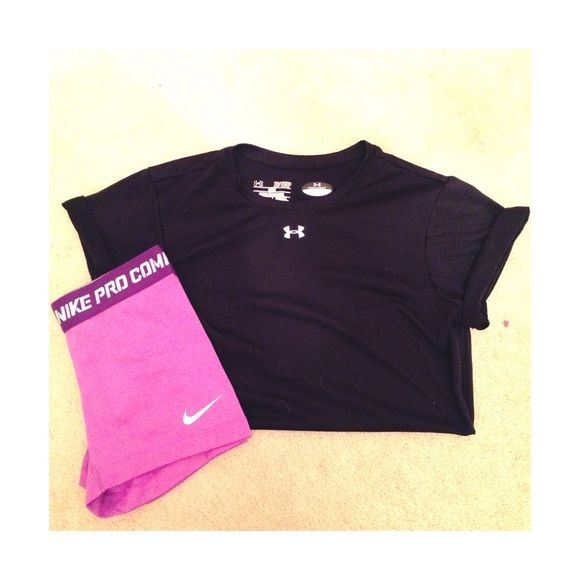 Under armour top Size xs. Loose fit. Great for working out. Black. Under Armour Tops Tees - Short Sleeve