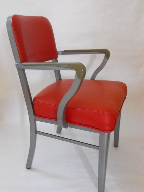 Merveilleux Beautiful Vintage Steelcase Chair. Solid, Vinyl Is Clean, No Holes. Only  Condition Issues Are Some Light Scratches On The Legs And Arms.