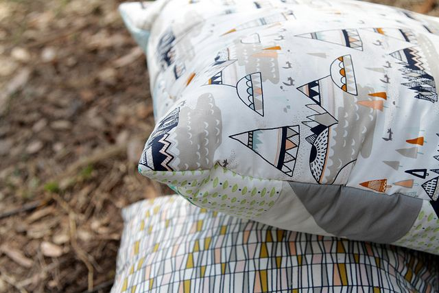Woodland Oak &  Basket of Wheat prints are featured in these beautiful #plliows. #IndianSummer